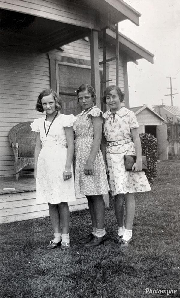 Betty Hugo, Mable Housman, and Mary Hickson. USA 1933