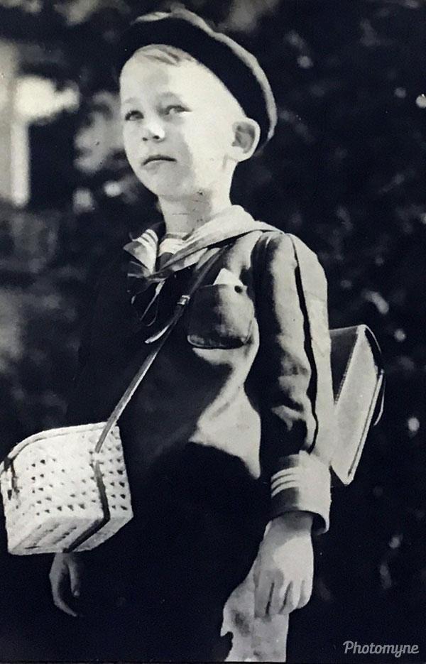 Erster Schultag Franz Jäger (Franz Jäger's first day of school). Austria 1934