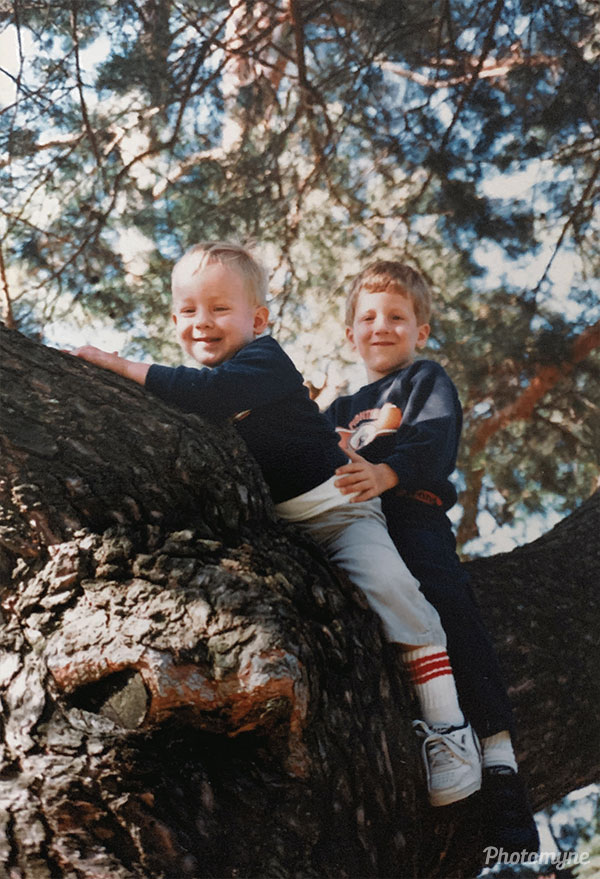 Brothers up a tree. Massachusetts, USA 1987