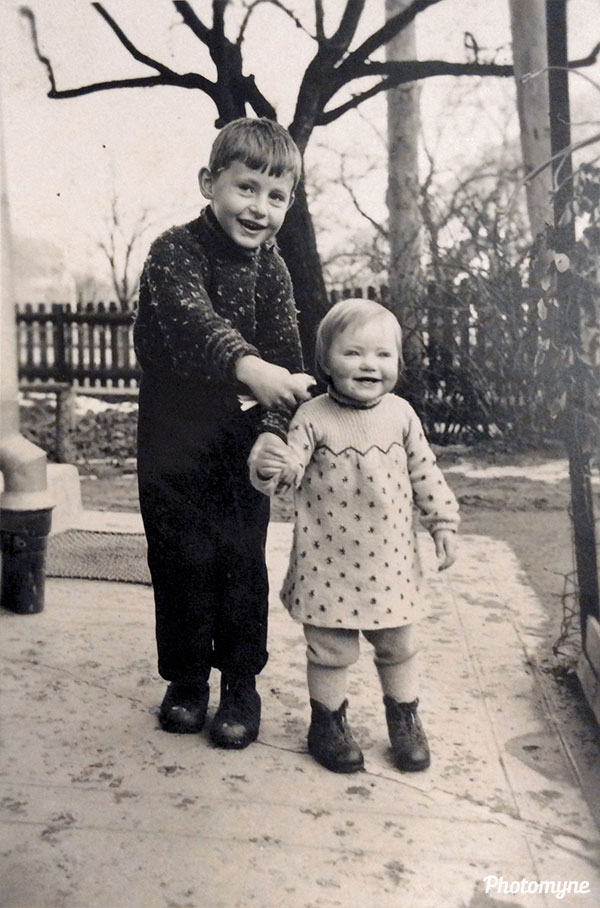 Lily et son frère Pierre (Lily and her brother Pierre). Switzerland 1940