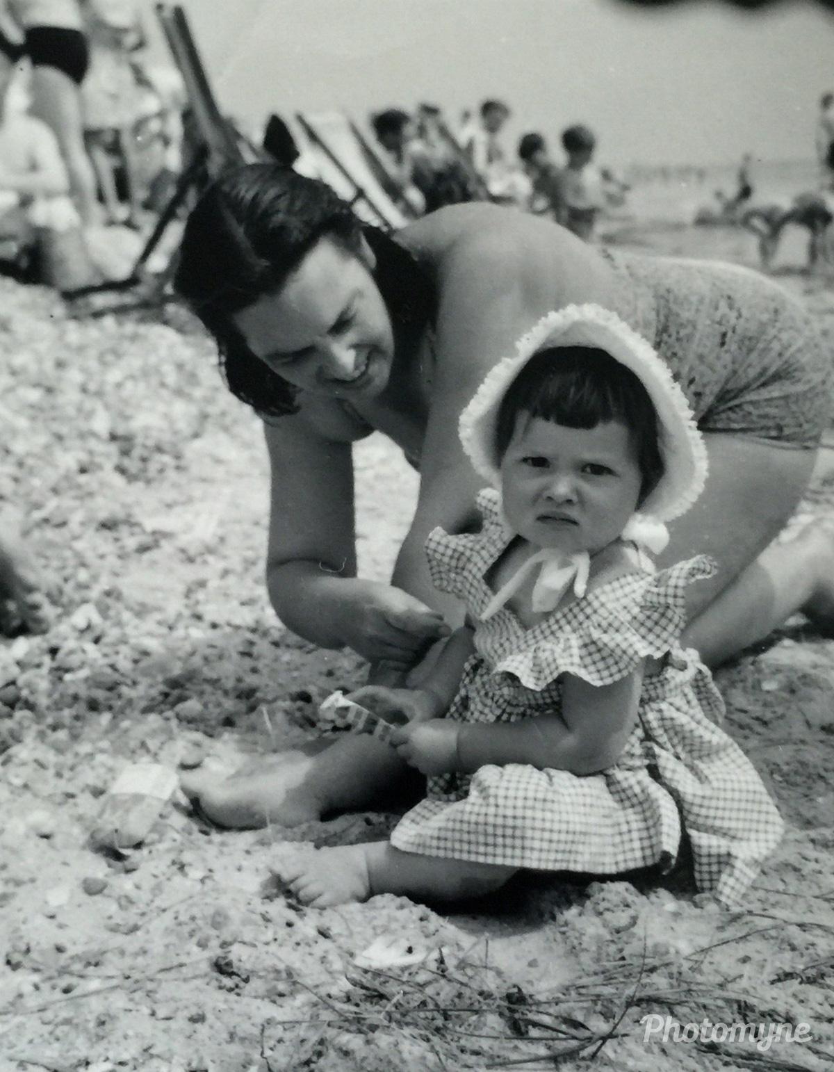 Not enjoying this beach! 1957, Ryde, Isle Of Wight, UK