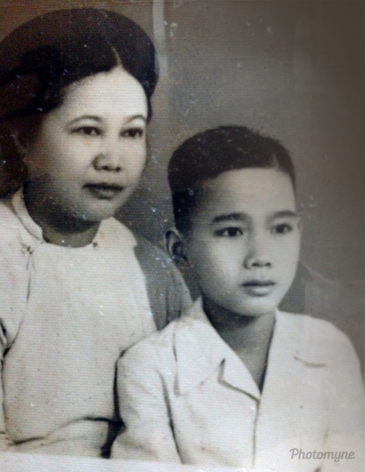 Mẹ và Khoa khi 12 tuổi (My mother and me (Khoa) when 12 years old), Vietnam, 1955