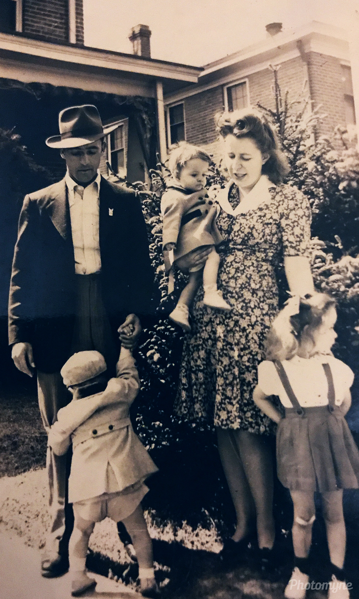 Great Grandparents and Kids. Virginia, USA 1940