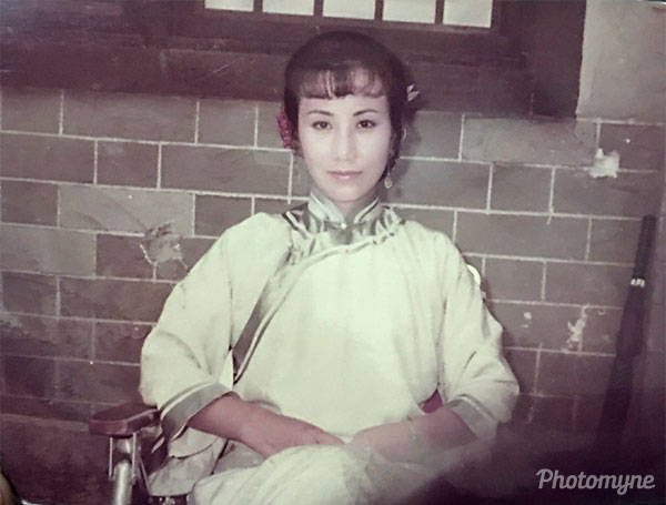 阿姐拍秋瑾片場休息時經同意本人親自拍撮 (While taking a break from production, she agreed to let me take a photo of her). Hong Kong 1986