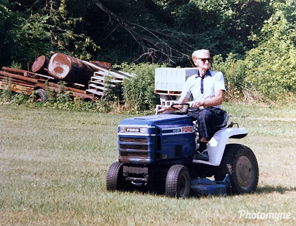 Rocket Red, lawnmower king. USA 1989