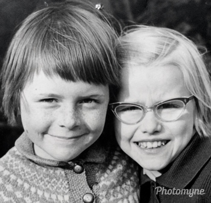 Lena og jeg da vi boede på Øresundsvej. Tror vi var 10 år? (Lena and I when we lived on Øresundsve, I think we were 10 years old), 1961