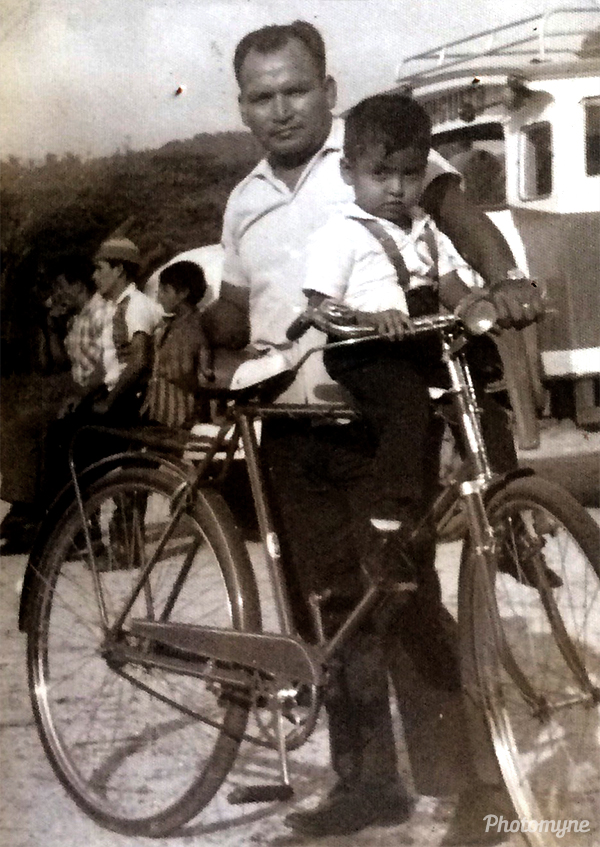 Mi padre es un gran ciclista (My father is a great cyclist). Ecuador 1968