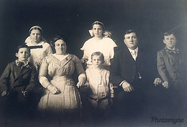 Christopher Columbus Buck and Lillie Anderson and Children Leila, (kellen) Madge, Sidney, Leslie. Kenneth. California, USA 1910