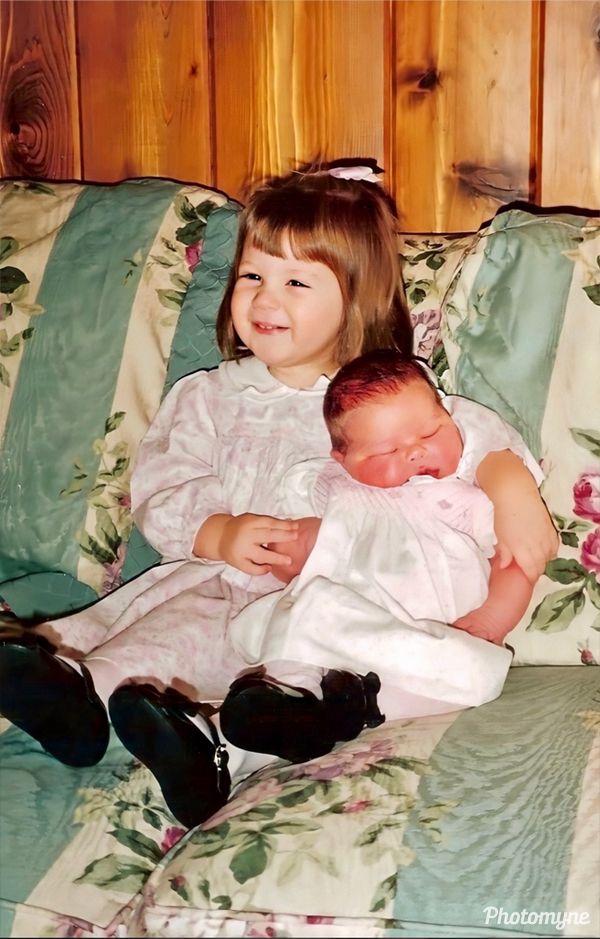 Katie and Caroline Bacon - just 5 days old. USA 1994