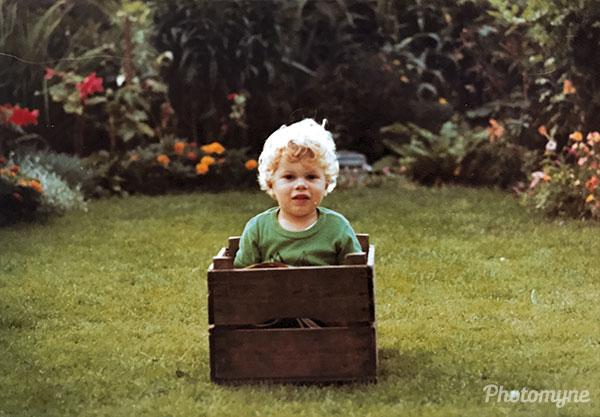 Lezen in een kistje (Reading in a box). The Netherlands 1977