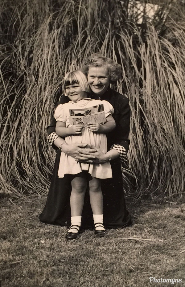 Mothers Day at Knotts Berry Farm. USA 1952
