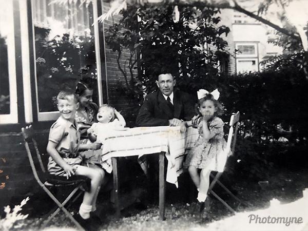Het gezin (The family). Netherlands 1949