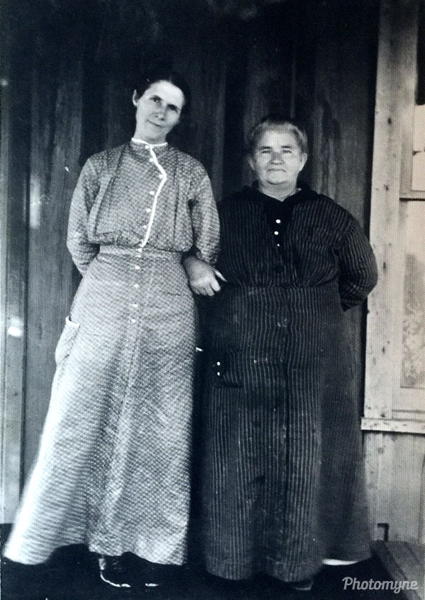 Great Grandma Stephens on the right (Rachel Lay Stephens) with her neighbor and friend, Mrs. Huffine. USA 1916