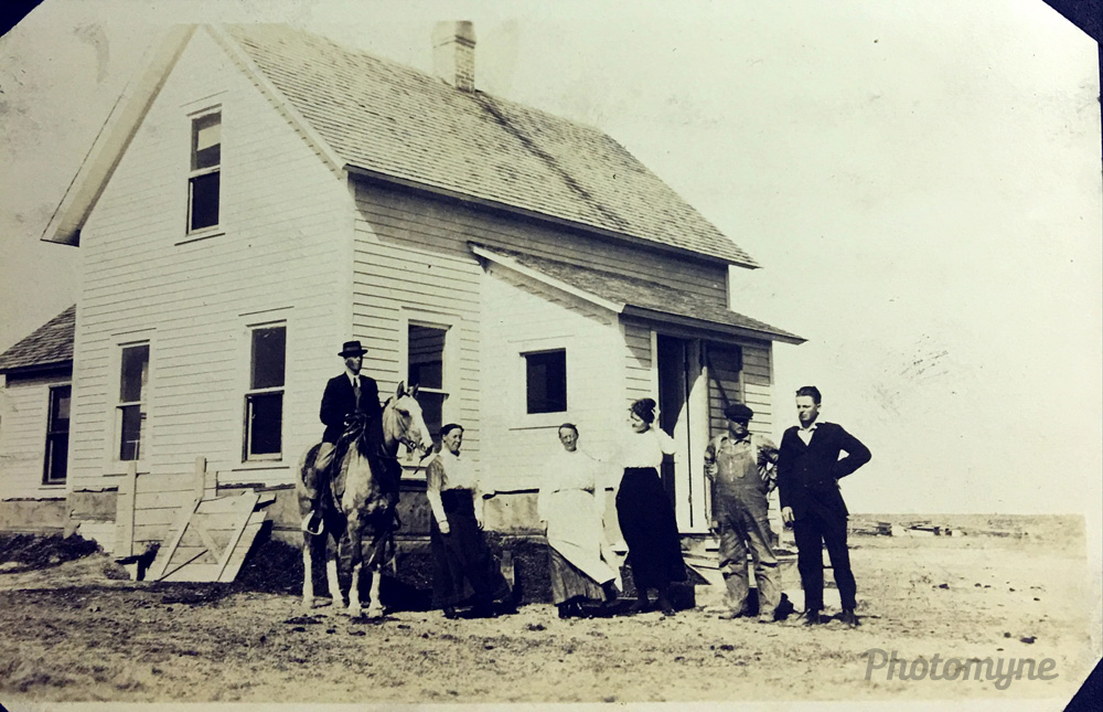 Archie on Prince, Josie, Sophia, unknown, GG Lewis and unknown, 1927, Cottonwood, Montana, US