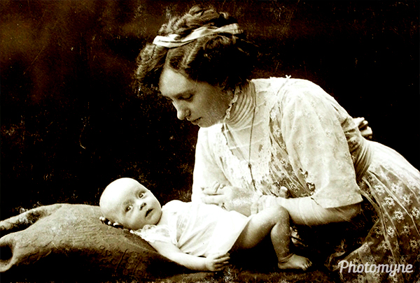 My mom at age 3 months, with my grandmother in Duisburg. Germany 1911