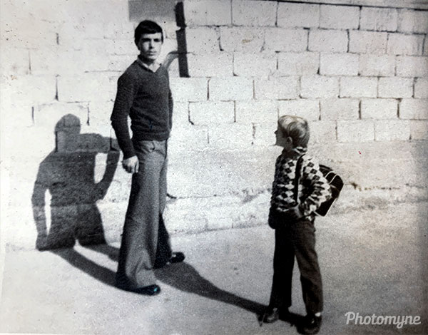 Ne oborr (In the yard). Albania 1974