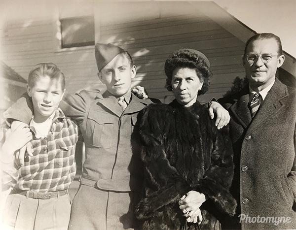 Family portrait, the Koontz family. USA 1947