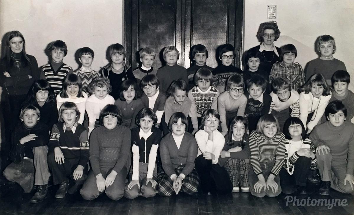 Klasse 4b der Buchenschule in Krefeld (Class 4b of the Buchenschule in Krefeld), Germany, 1977