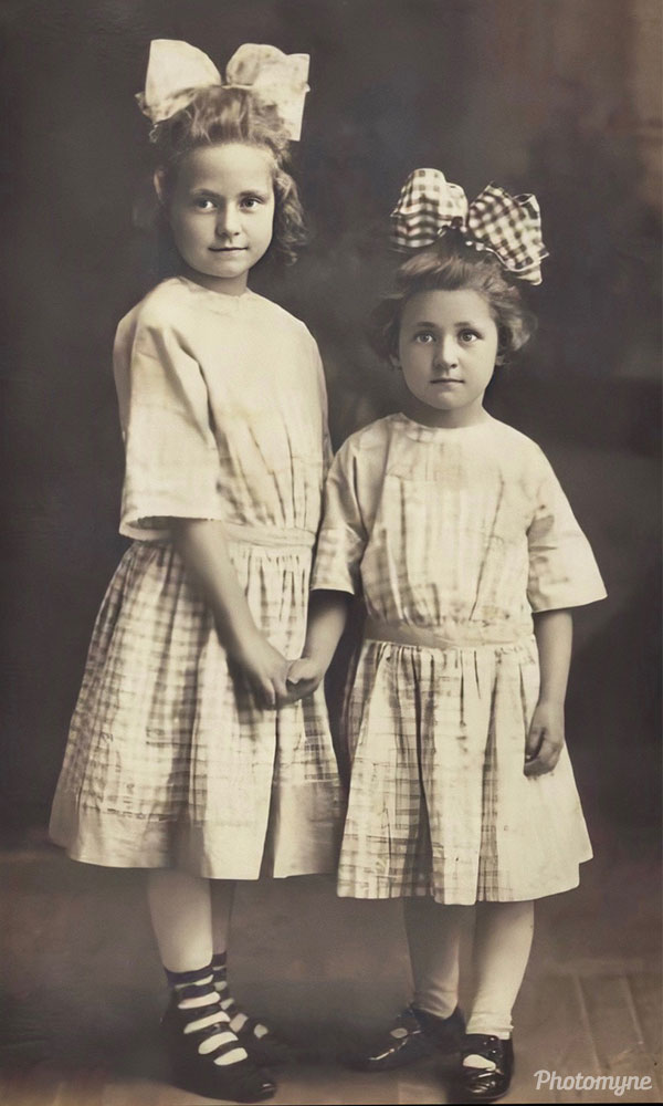 Helen and Minnie Reichard - Daughters of Lydia Seitz Reichard and cousins of Jessie Seitz Gryson. USA 1911