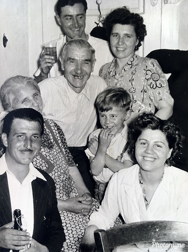 Familienfoto (family photo). Germany 1952