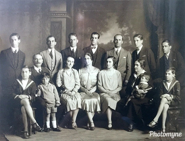 Foto familiar familia Fernández Correa (Family photo of Fernández Correa's family). Chile 1918
