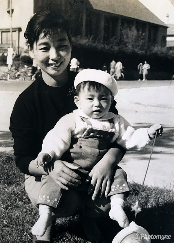 About a year ago I came to the park with my dad and mom. My dad took with him a photo of me and my mom from the past. Japan 1961