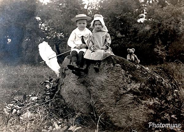 Cousins. USA 1910