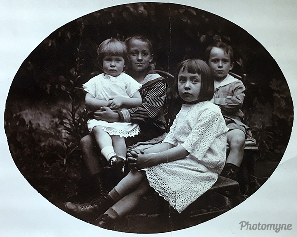 4 enfants Richard (four children, Richard). Belgium 1922