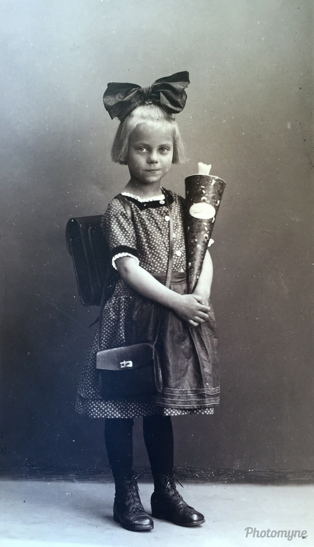 Schultag Grandmother (School Grandmother), Szczecin, Poland, 1926