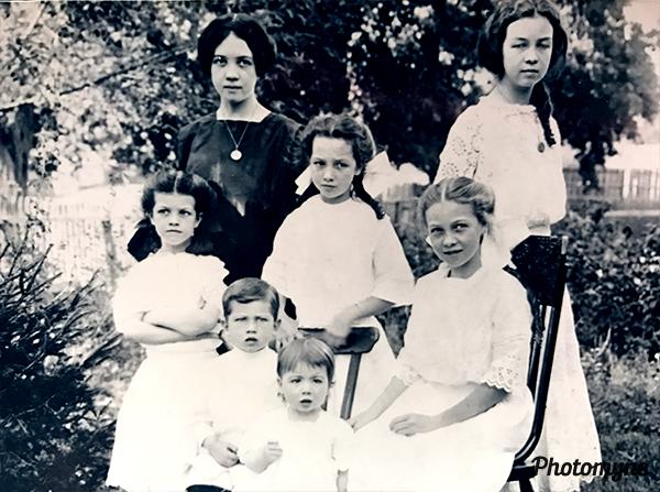 Mendenhall Sisters. USA 1905