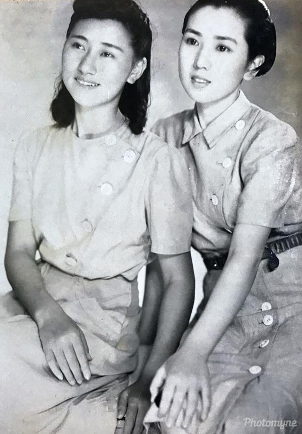 昭和16年頃の宝塚歌劇団在籍していた母 (Mother, who was enrolled at the Takarazuka Revue company -an all-female musical theater troupe). Japan 1941