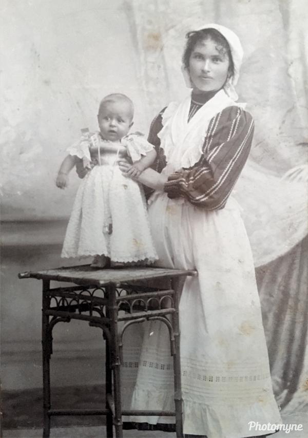 Mio padre con la tata (My father with the nanny). Italy 1902
