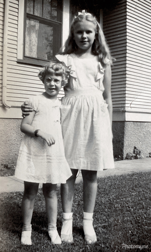 Beverly Braught and Marjorie Thoen. USA 1943