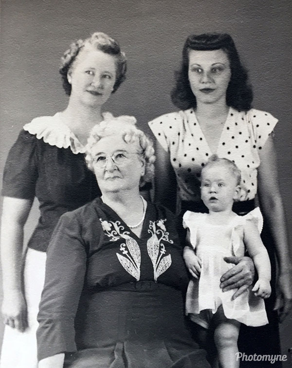 Four generations. USA 1945