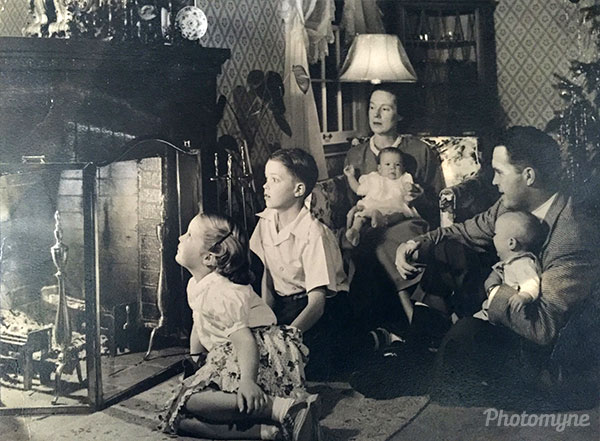 Waiting for Santa Claus! USA 1948