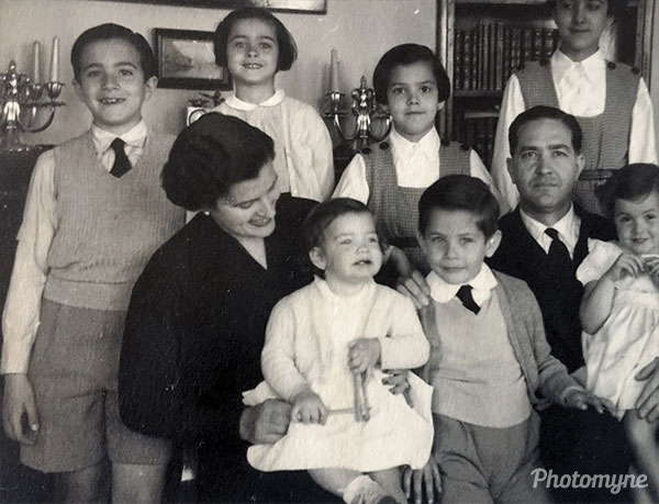 Mi familia  (My family). Spain 1952