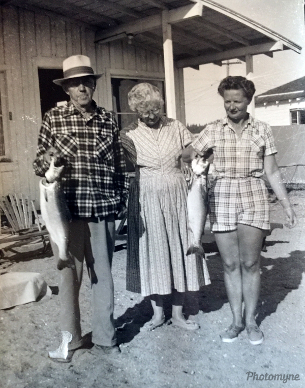 Seth Harris. Mary Etta Harris and Bernice Harris Howard on Sunlight Beach. WA, USA 1957