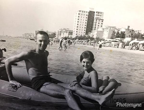 Mamma e papà a Jesolo (Mom and Dad in Jesolo). Italy 1963