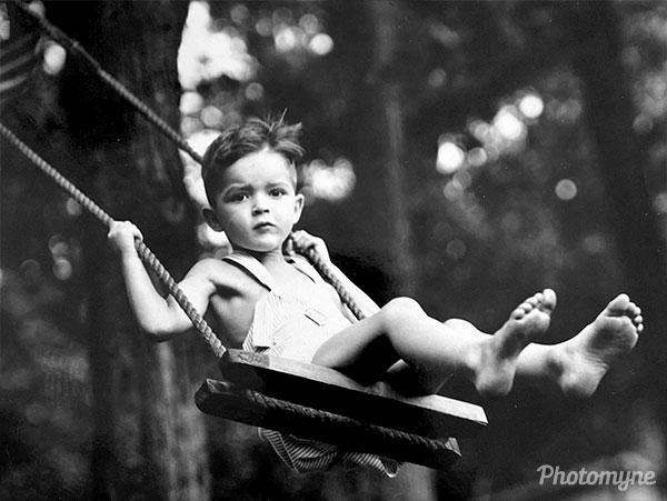Enjoying the summer breeze. DE, USA 1943