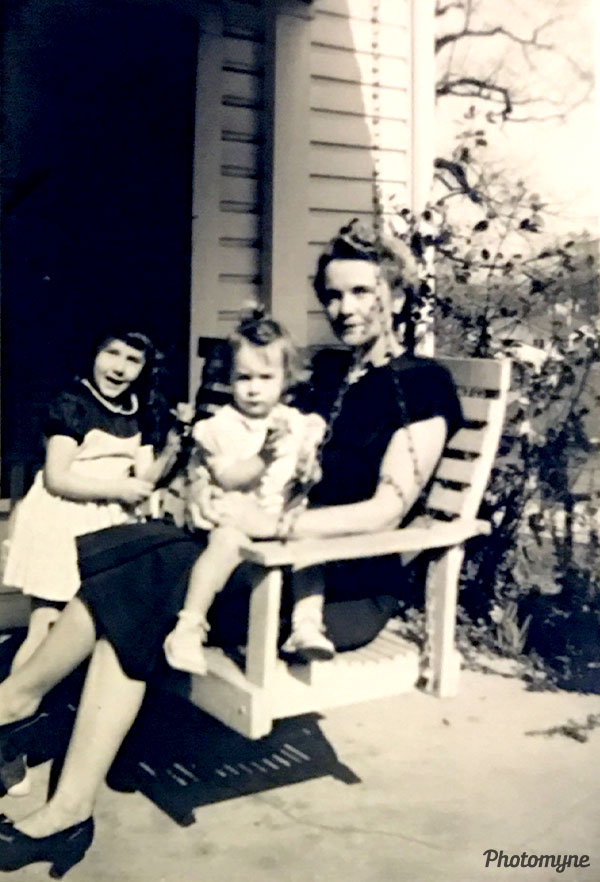 Mom baby picture with Grandma Holcomb. AL, USA 1949