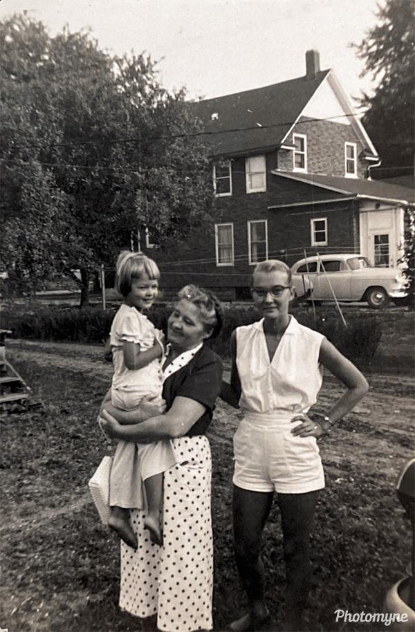 Ilze, Ermine and Maija in Kalamazoo. USA 1955