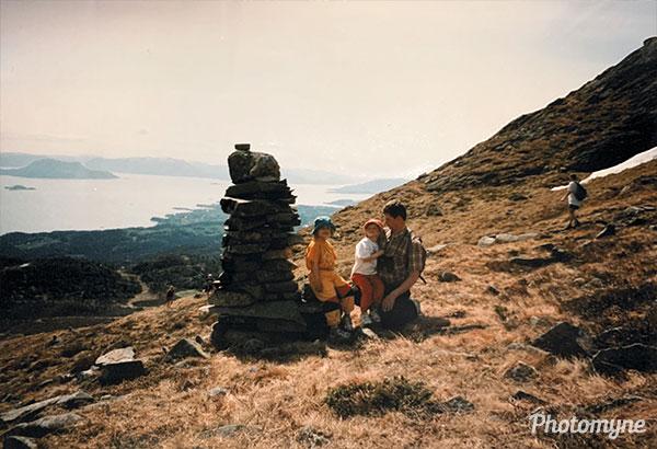 Marte, Silje og meg på fjellet (Marte, Silje and me on the mountain). Norway 1996