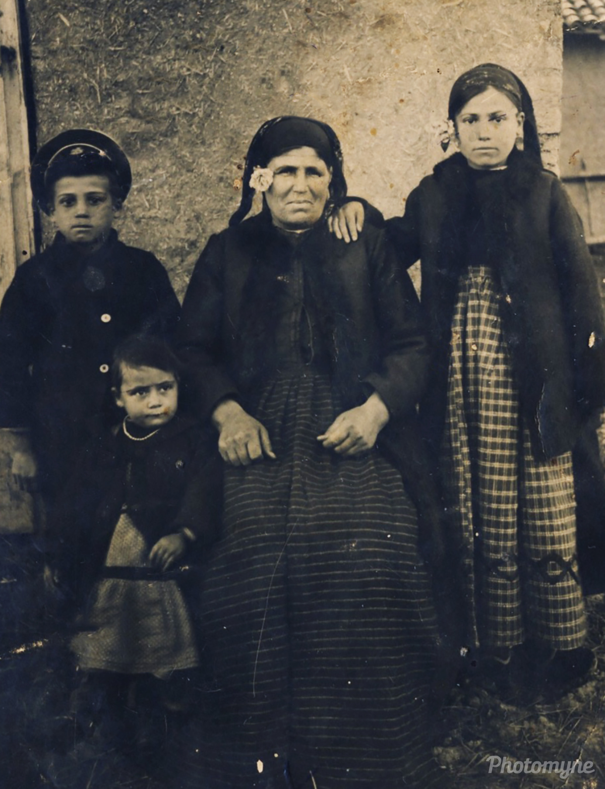 The family of my grandfather Naiden Toskov. Plovdiv, Bulgaria 1928
