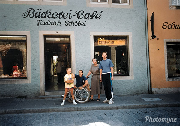 Spazierengehen (Going for a walk). Germany 1991