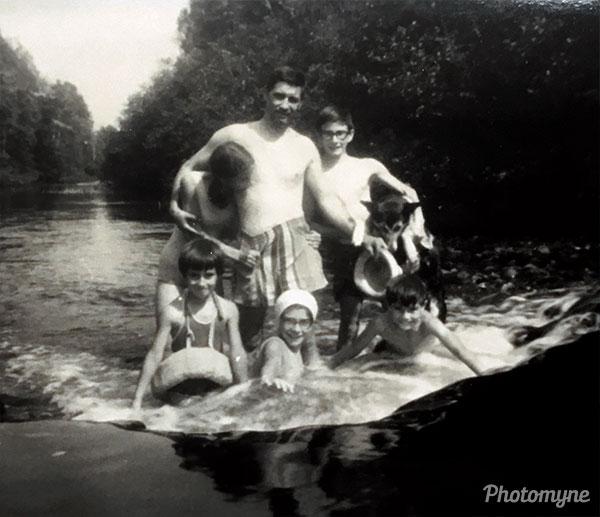 Au chalet sur la rivière noire (at the cottage on the Black River). QC, Canada 1966