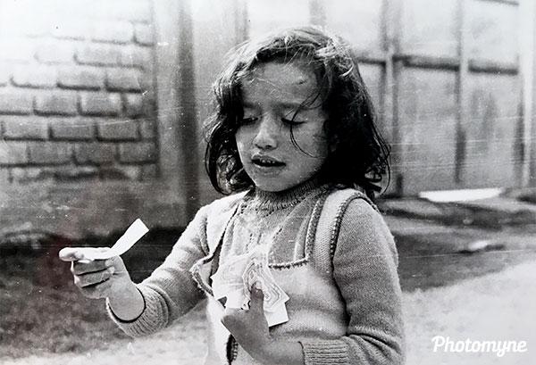 Jugando Monopolio (Playing Monopoly). Peru 1975