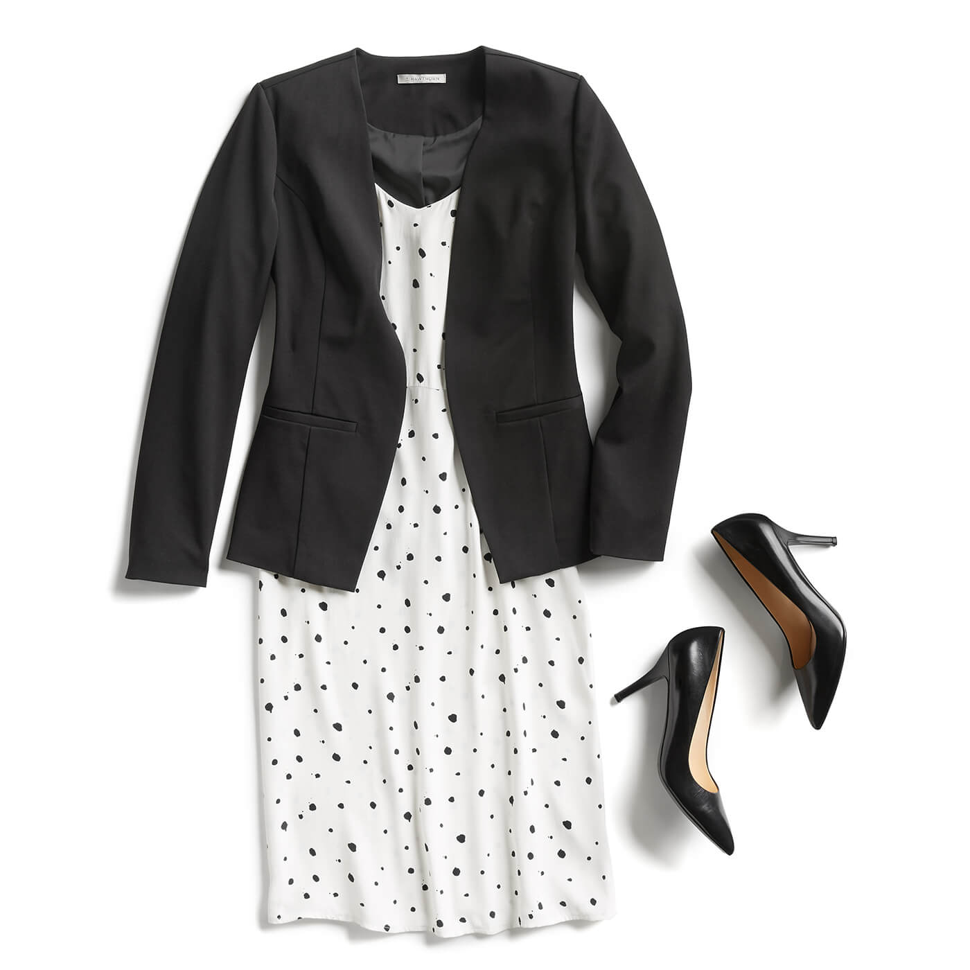 8553372c20f WATCH  How to Dress for Any Graduation