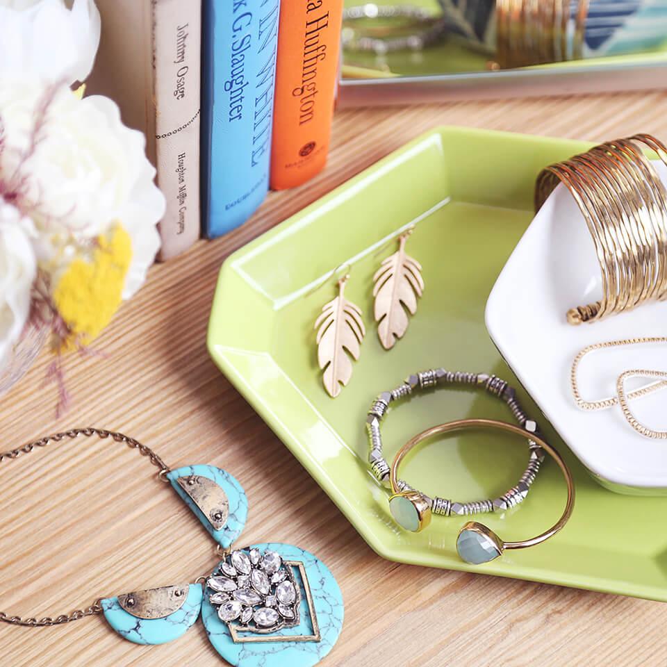 How to Wear Statement Jewelry