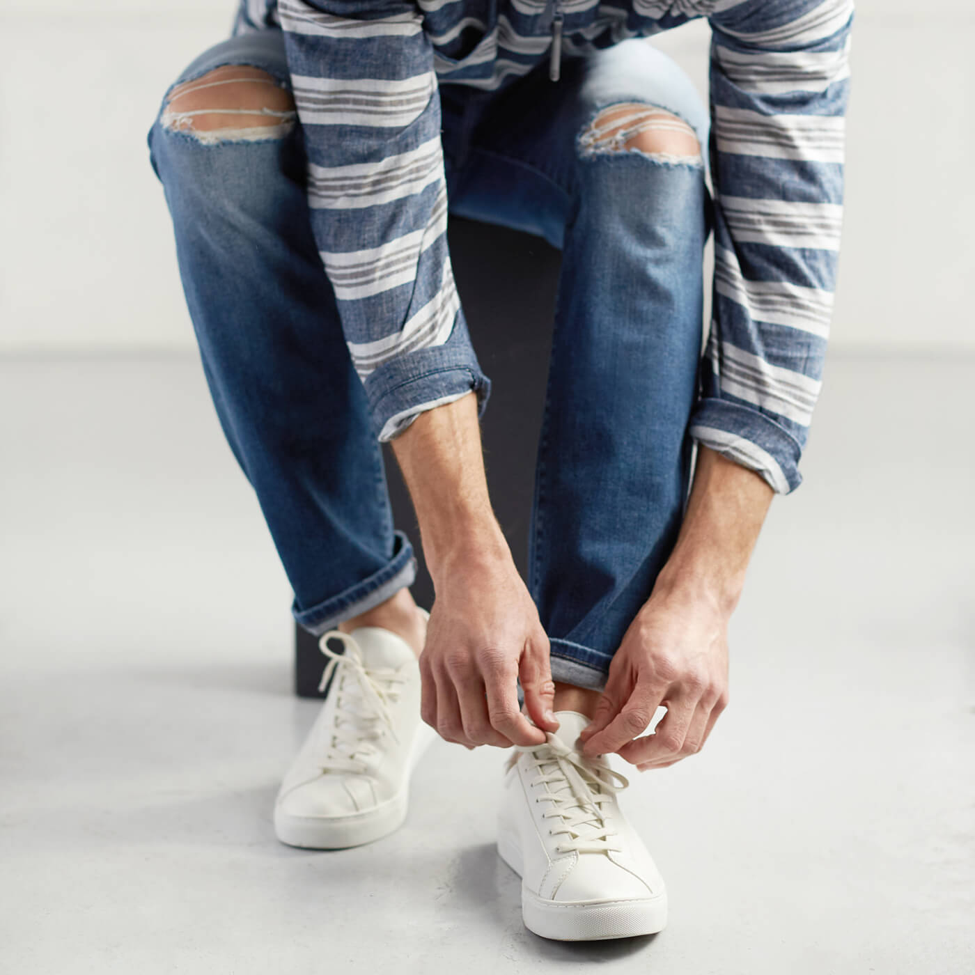 7a5fa24f9061 The Right Way to Pair Jeans with Shoes