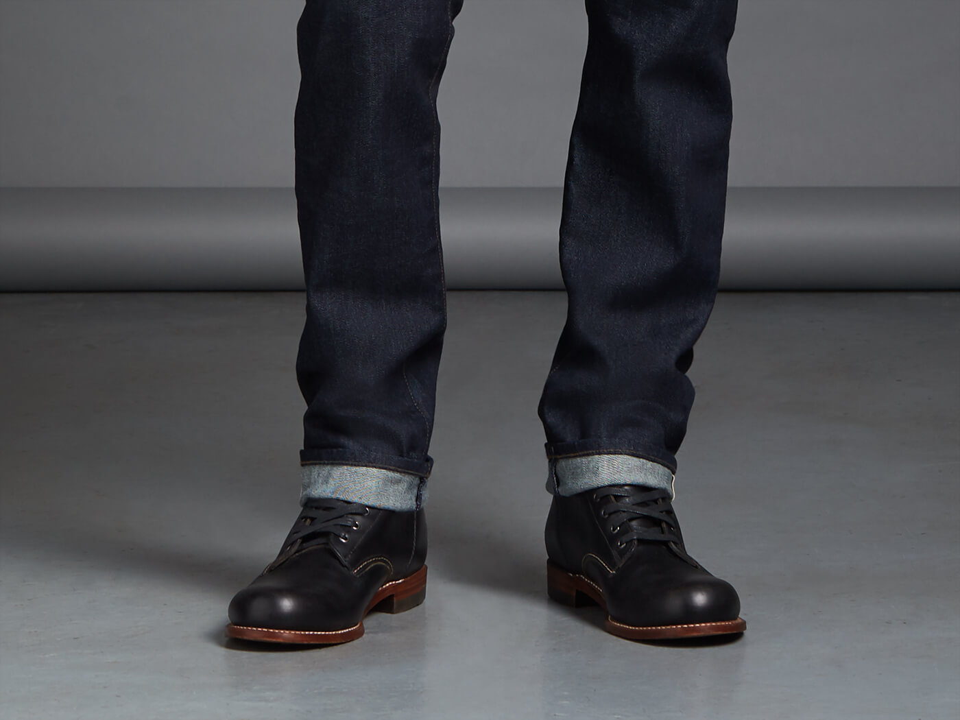 Brown shoes with jeans, especially black ones, need to be well balanced. For example, if you are wearing brown or tan Chelsea boots, make sure that you wear a jacket of the same or similar colour. On the other hand, you have black shoes with jeans.